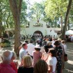 Festival Chansons & Mots d'Amou - File d'Attente devant les Arènes - © Marylène Eytier - Longueur d'Ondes
